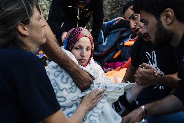 زن سوری در حال فرار از داعش، زایمان کرد! + تصاویر