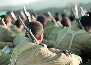 آزمایش روحی، یکی از الزامات ارائه سلاح به سربازان است