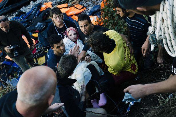 زایمان زن سوری در هنگام فرار از داعش/ دو گروگان کانادایی داعش در یک قدمی مرگ/ روسیه عناصر داعش را فلج میکند