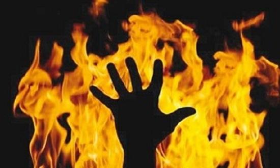 شوهر خشمگین خودش و همسرش را به آتش کشید