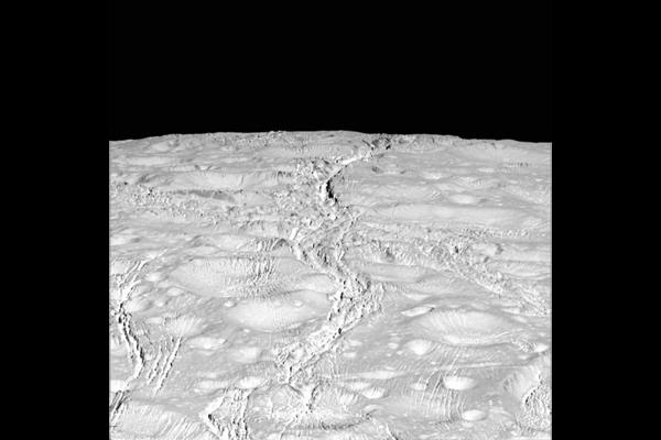 تصاویر تماشایی از قمر یخی زحل