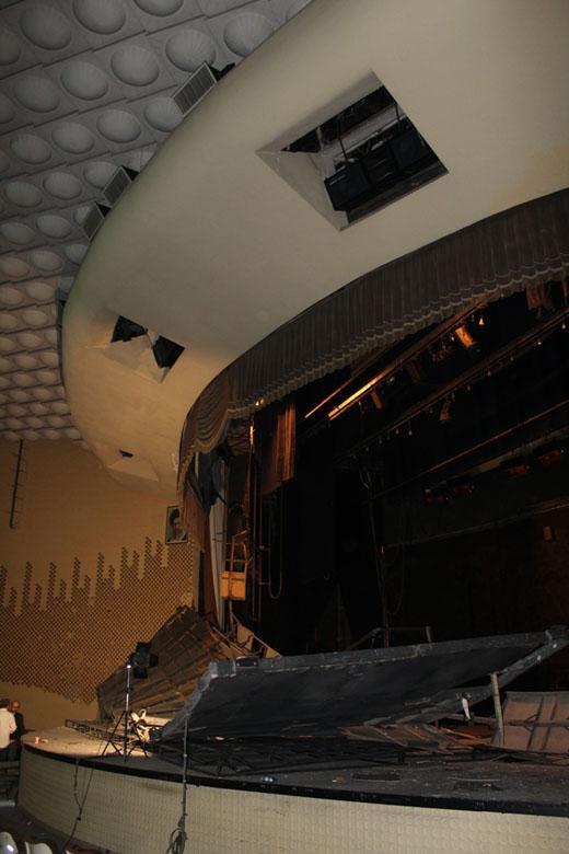 بخشی از سازه تالار اصلی تئاتر شهر فروریخت/ پاسخ مرادخانی درباره حادثه امروز