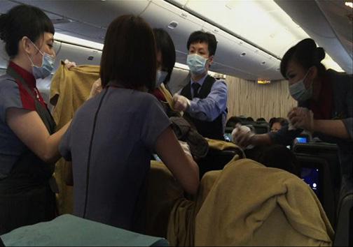 زایمان در هواپیما + تصاویر