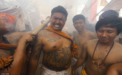 هولناک ترین جشنواره دنیا + تصاویر