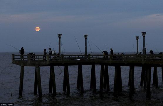 لحظه زیبای ماه گرفتگی در سراسر جهان+ تصاویر
