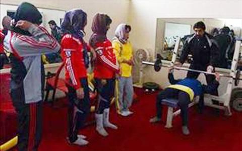 باشگاه بدنسازی مختلط دختران و پسران در تهران! +عکس