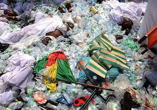 رها کردن پیکر حجاج بین زباله ها+عکس
