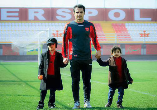 عکس/ مرحوم هادی نوروزی کنار فرزندانش