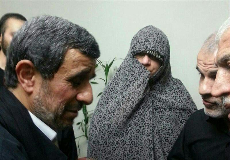 حضور احمدینژاد در منزل محافظ دیروز، شهید مدافع حرم امروز + تصاویر