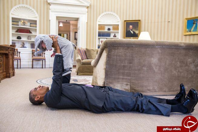 بازی اوباما با دختر مشاور امنیت ملی آمریکا در دفتر کاخ سفید + عکس