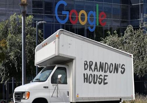 زندگی مهندس شرکت گوگل در یک کامیون!
