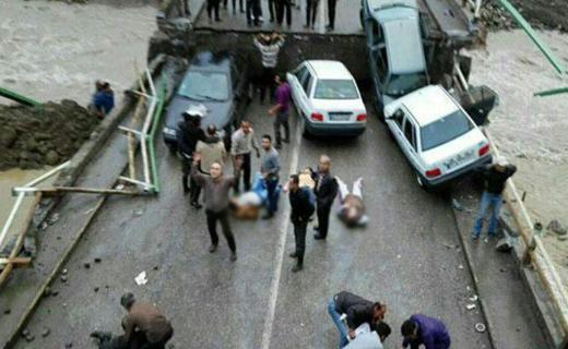 16 مصدوم در ریزش پل + تصاویر