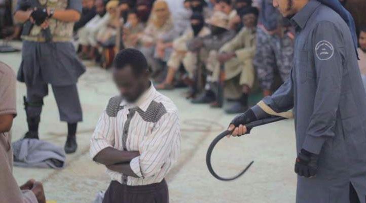 تصاويري تکان دهنده از شلاق زدن داعش