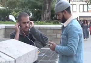 واکنش شهروندان غرب به نوای دلنشین قرآن + فیلم