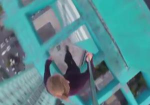 سلفی و پارکور دلهره آور روی آسمانخراش! + فیلم