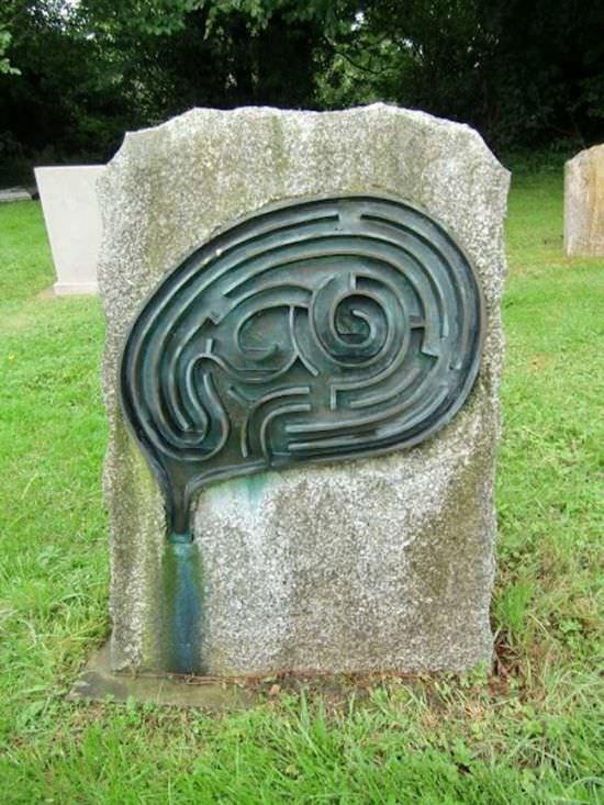 سنگ قبرهای جالب و بامزه که تا بحال ندیده اید !