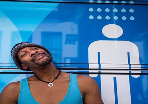 تغییر کاربری اتوبوس به حمام عمومی + تصاویر