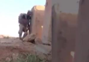 سرباز عراقی تک تیرانداز مخفی داعش را فریب داد + فیلم