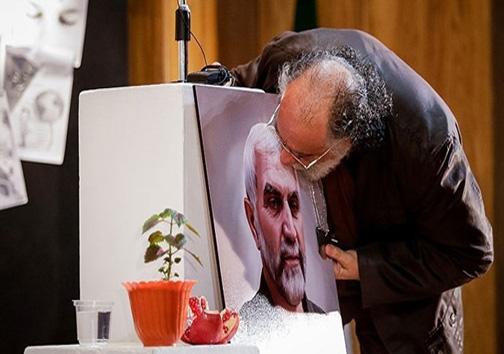 بوسه «داریوش ارجمند» به عکس سردار
