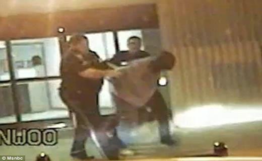 تعرض بی شرمانه مرد مسلح به دختر 12 ساله+ تصاویر