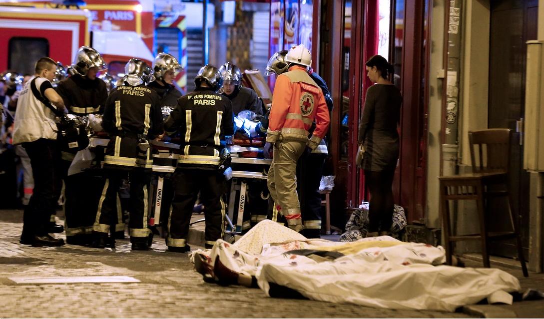 جنگ در قلب پاریس: دست کم 160 کشته در پایتخت فرانسه/ بیش از 200 زخمی+فیلم و تصاویر