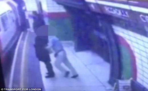 حمله وحشیانه مرد انگلیسی به دانشجوی محجبه+ تصاویر
