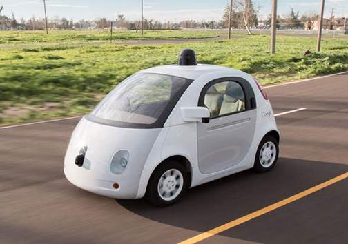 بالاخره گذر اتومبیلهای بدون راننده ی گوگل هم به پلیس راهنمایی و رانندگی افتاد + تصاویر