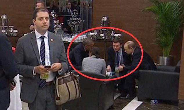استراق سمع مردی مرموز از مکالمه پوتین و اوباما! + تصاویر و فیلم