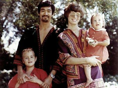 عکس های کمتر دیده شده بروسلی و خانواده اش!