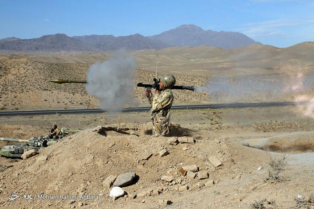 چند هزارم  ثانیه بعد از شلیک آرپی جی در رزمایش ارتش + تصاویر ناب از رزمایش