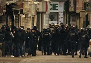 زن محاصره شده در پاریس خود را منفجر کرد