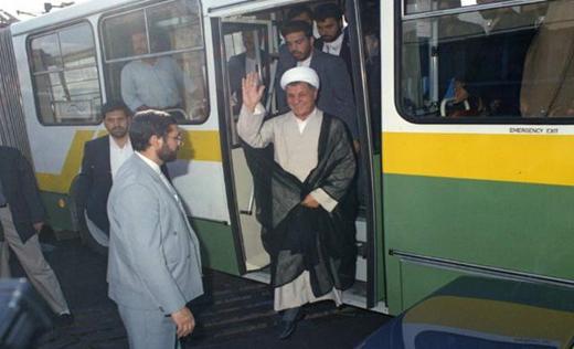 عکس هاشمی رفسنجانی در اتوبوس شرکت واحد