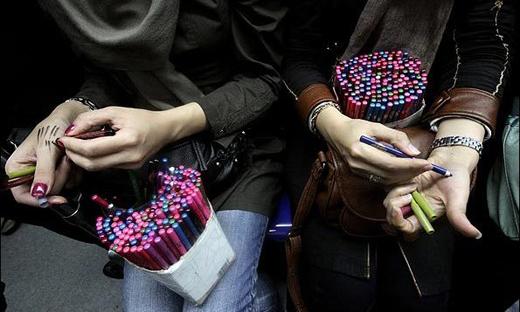 ترویج ابتذال در مترو از فروش لباس زیر تا تبلیغ آرایش های ماهواره ای!
