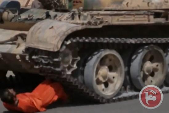 اعدام وحشیانه یک نظامی سوری به شیوه داعشی