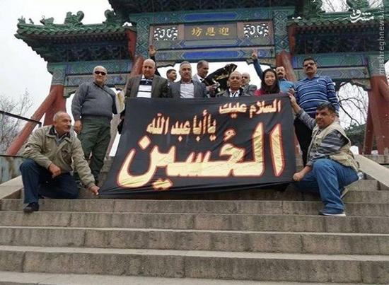 اهتزاز پرچم امام حسین(ع) روی دیوار چین +عکس