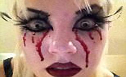 لنز های هالووین قربانی گرفت+ تصاویر