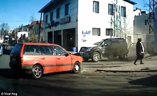 خوش شانس ترین عابر پیاده در اکراین شناسایی شد+ تصاویر