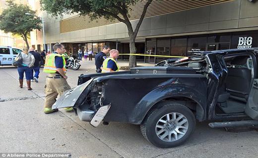 بی احتیاط ترین راننده زن در تگزاس+ تصاویر