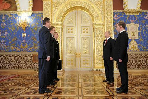 آیا پوتین با چمدان اتمی به ایران میآید؟+ تصاویر