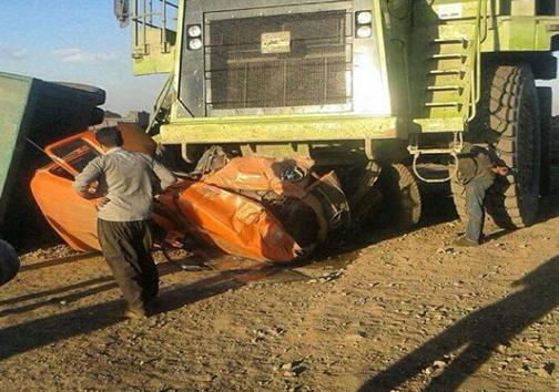 عکس/ له شدن کامیون در تصادفی نادر در کرمان