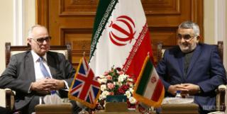 انتقاد از عدم صدور روادید برای اتباع ایرانی علیرغم بازگشایی سفارت انگلیس در تهران