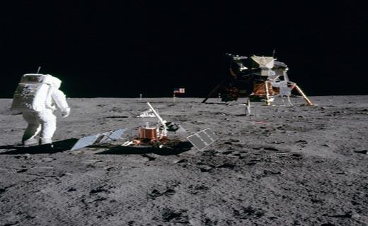 تصاویری دیده نشده از زندگی اولین گروه اعزامی به کره ماه