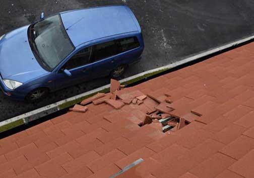 فروریختن سقف خانه در اثر فضولات هواپیمایی! + تصاویر