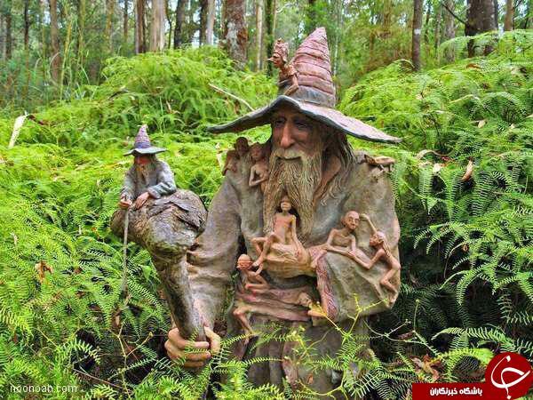 مجسمه های چوبی عجیب درجنگل+عکس
