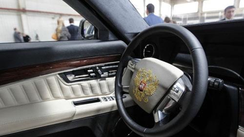 ولادیمیر پوتین و دلبستگی به خودروی کاملا زرهی+ تصاویر