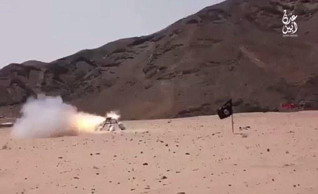 شیوه جدید اعدام داعش با گردنبندهای انفجاری + تصاویر