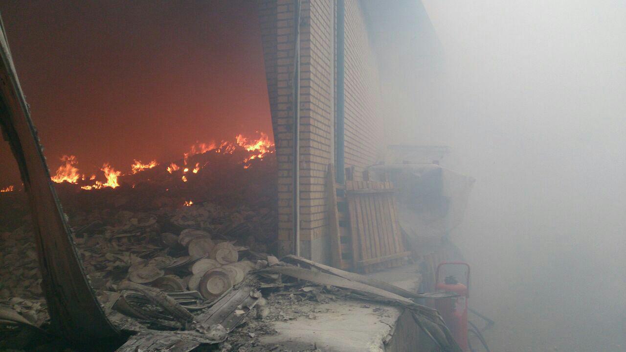 آتش سوزی مهیب در کارخانه چینی مقصود مشهد + تصاویر