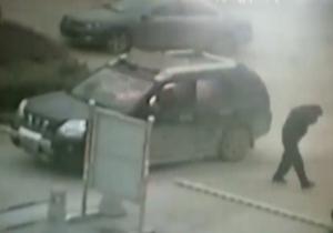 لحظه آتش گرفتن یک مرد در خودرو + فیلم(16+)