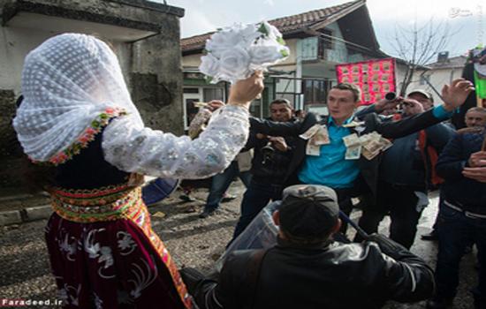 رسمی عجیب/ زشت کردن عروس برای ترساندن داماد! /تصاویر