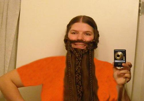 رقابت بانوان برای بافتن ریش هایی از موی سر! + تصاویر